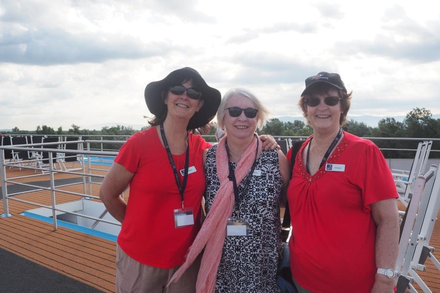 3 Sisters Abroad - Me (black hat), Paula, Muriel
